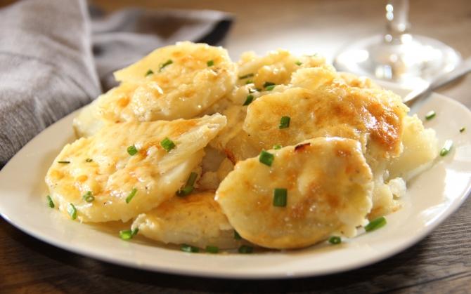 Картофель с сыром и луком