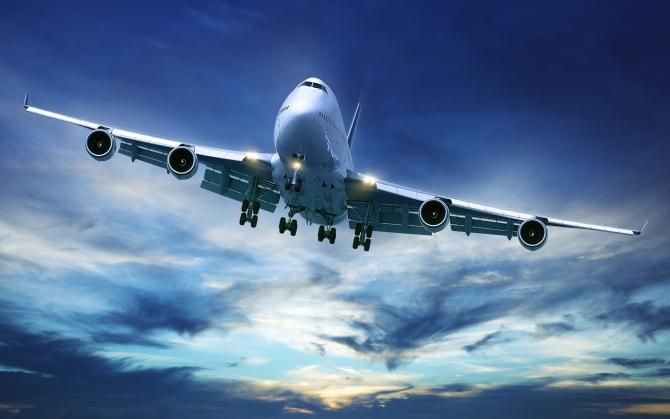Огромный самолет