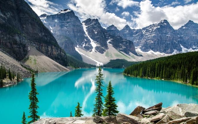 Голубое озеров в Канаде
