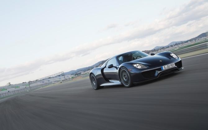 Суперкар Porsche 918 Spyder