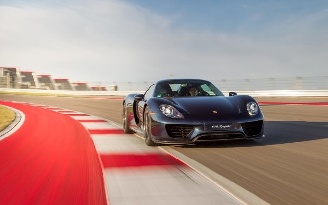 Porsche 918 Spyder на гоночном треке