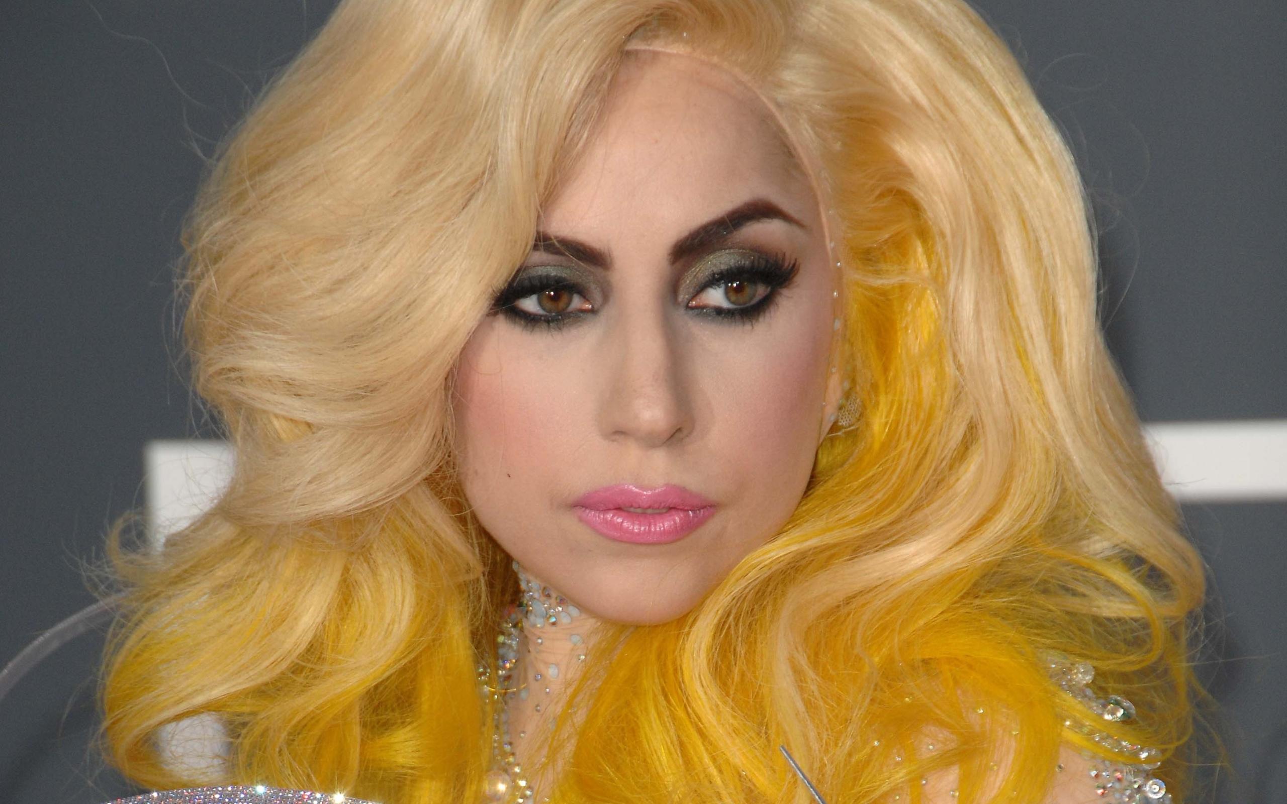 Желтые волосы
