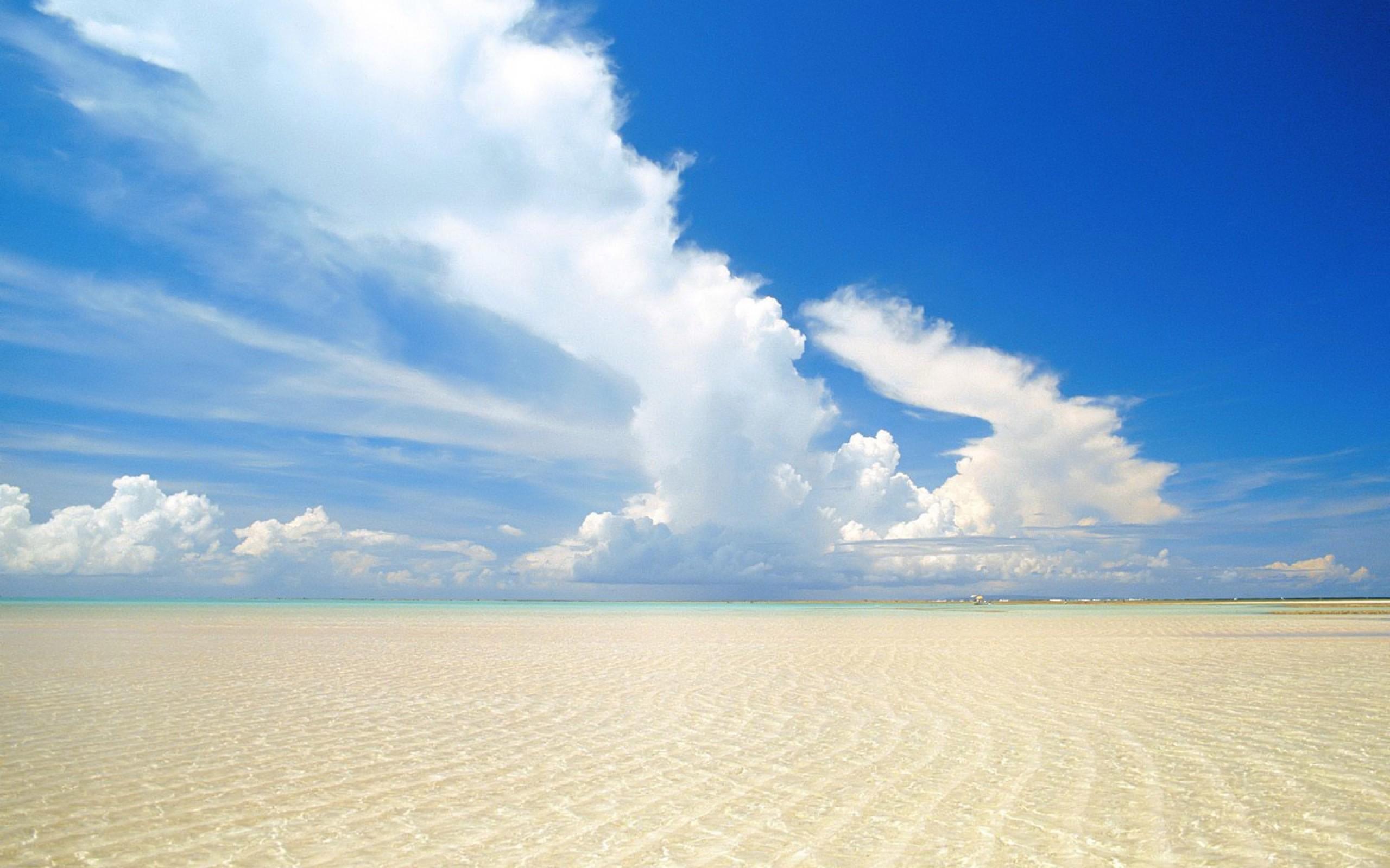 Фото на пустынном пляже 1 фотография