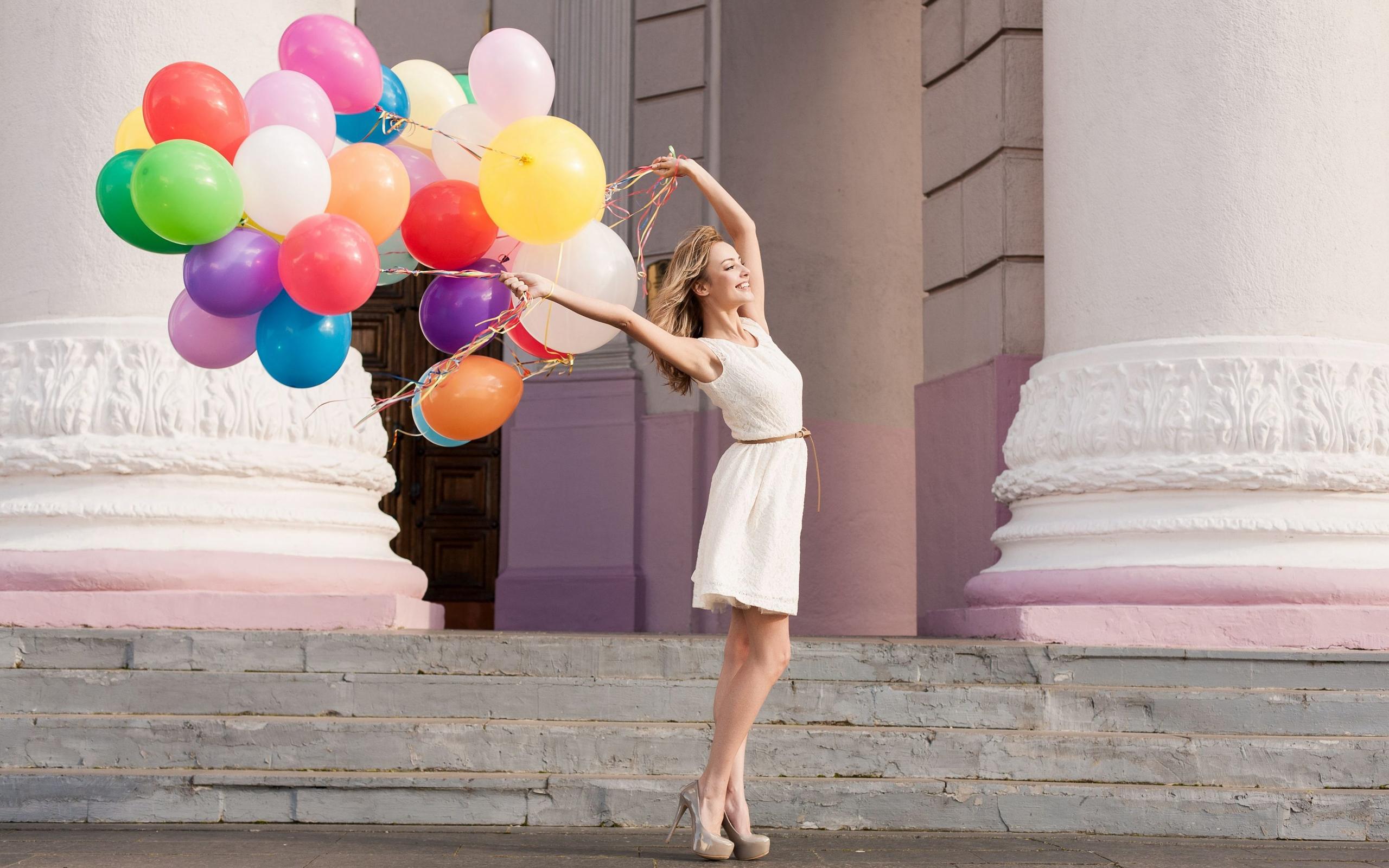 фото девушки с шариками воздушными