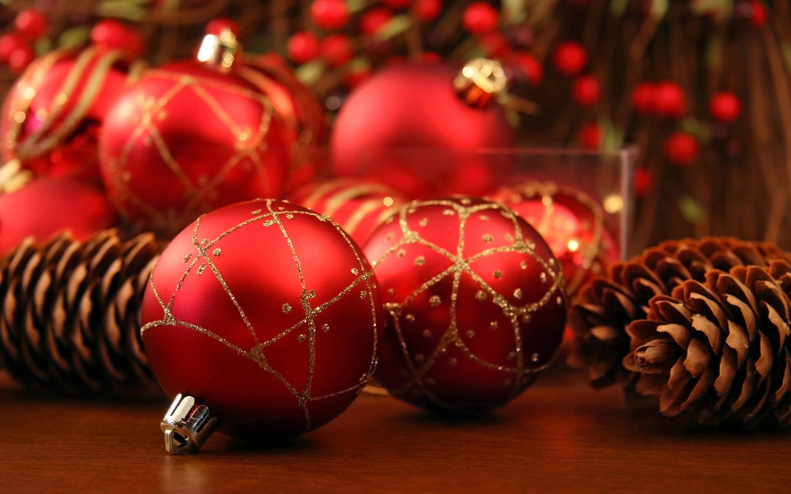 e034dc72ab7 Красные новогодние шары и шишки обои для рабочего стола