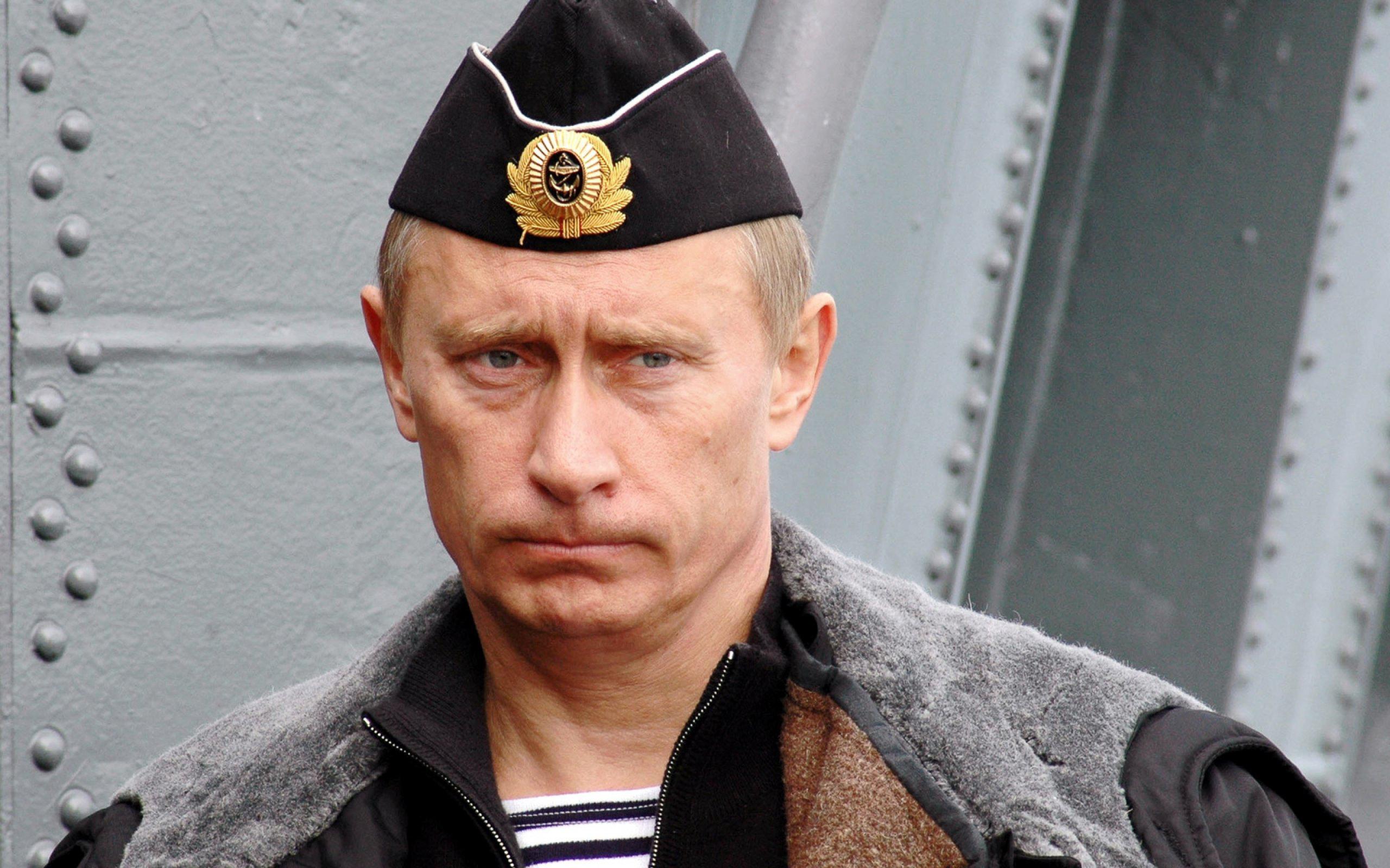 Картинки по запросу Путин в военной форме