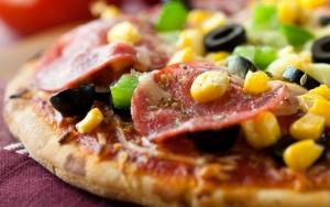 Пицца с кукурузой