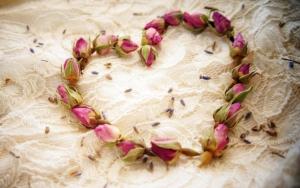 Сердечко из роз на 14 февраля