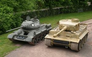 Советский танк Т-34 и немецкий Тигр