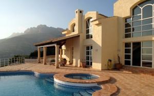 Дом в горах с бассейном