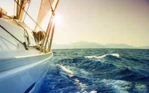 На парусной яхте