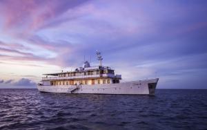 Туристическая яхта