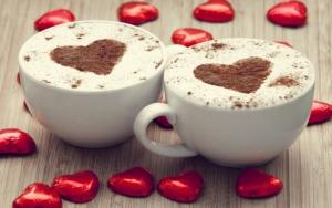 Две чашки кофе с сердечком