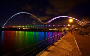 Мост с ночной подсветкой