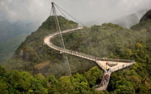 Необычный пешеходный мост