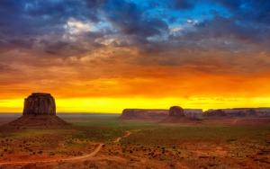 Долина в каньонах
