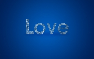 Надпись Love на синем фоне
