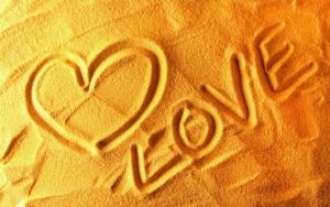 Love на песке