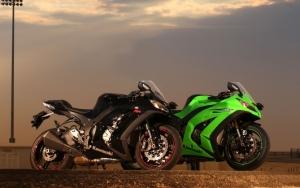Два Kawasaki Ninja