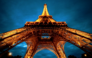 Эйфелева башня вид снизу