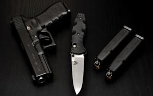 Пистолет Глок 22 и нож