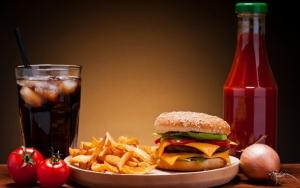 Гамбургер с колой и фри