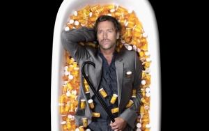 Доктор Хаус в ванне таблеток