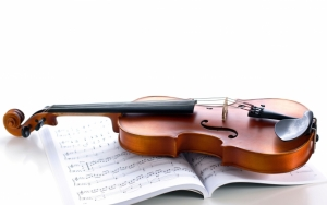 Скрипка и нотная книга