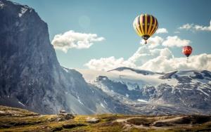 Воздушныe шары над горами