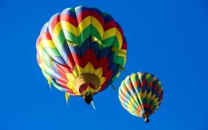 Воздушный шары в небе