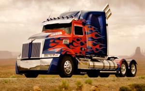 Оптимус Прайм в виде грузовика
