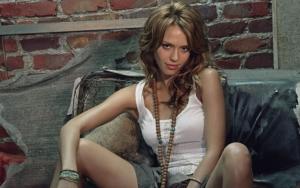 Красивая Джессика Альба