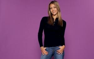 Джессика Альба в джинсах