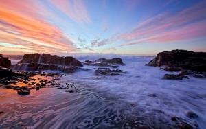 Камни и море