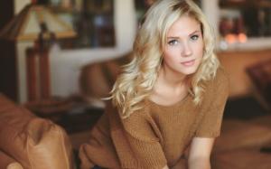 Голубоглазая блондинка