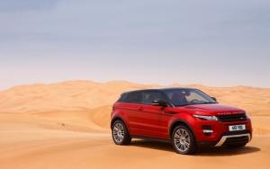 Range Rover Evoque на песке