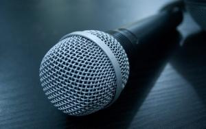 Микрофон на столе