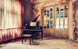Рояль в старом доме
