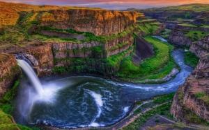 Потрясающий водопад