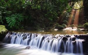 Широкий водопад