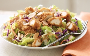 Салат с курицей в кляре