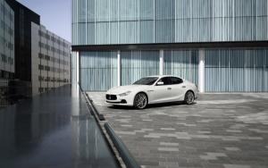 Белый Maserati Ghibli