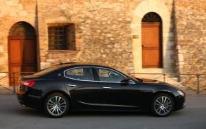 Maserati Ghibli черного цвета