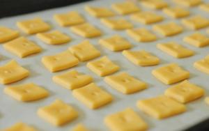 Маленькие кусочки сыра