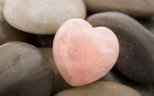 Камень в виде сердечка