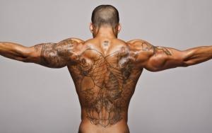 Татуированный мужчина