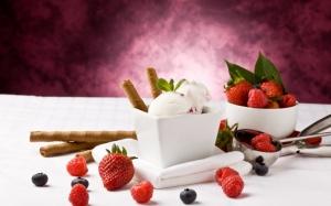 Мороженое с ягодами