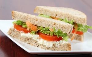 Сэндвичи с овощами и майонезом