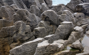 Слоеные скалы