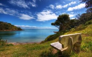 Скамейка с видом на море